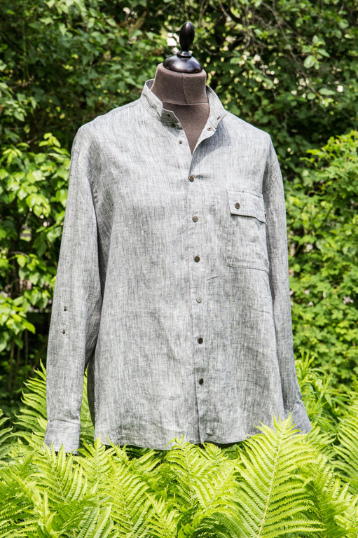 Men's shirt with a drawing of an oak