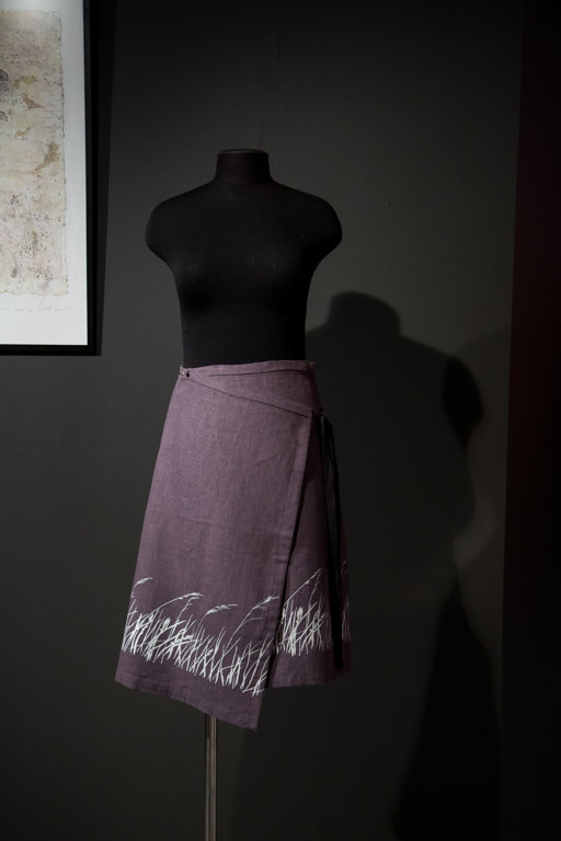 Skirt with a grass pattern