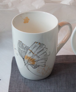 "Big mug ""Wind promised skies to a leaf"""