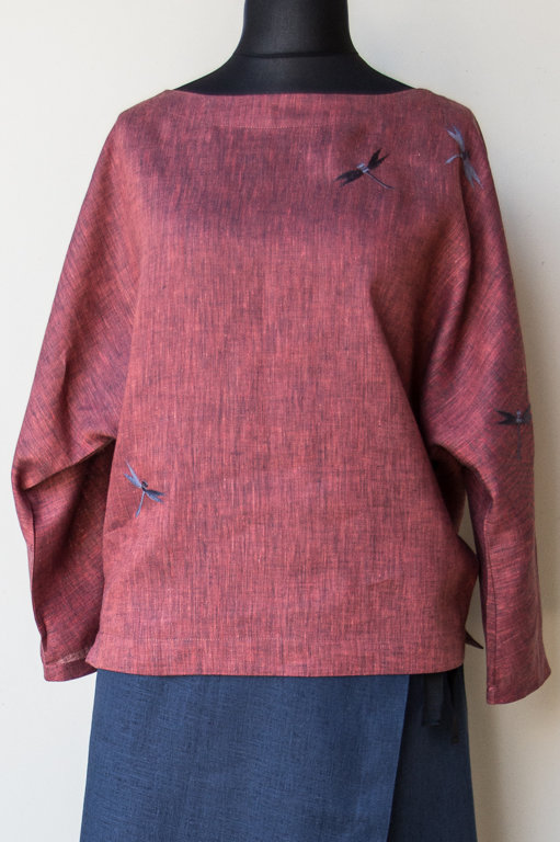 Rosy women's tunic with dragonflies